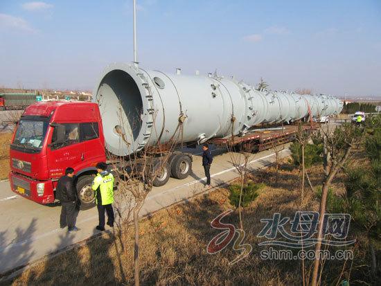 【转】北京时间      巨型火箭车上高速被拦停 货物延伸10多米 - 妙康居士 - 妙康居士~晴樵雪读的博客