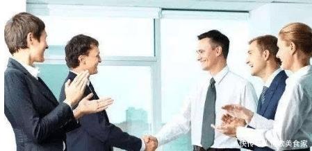熟人好办事,职场生涯中,这几招让你与同事相处融洽!