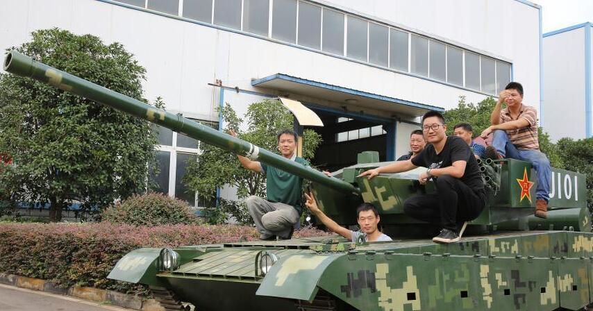 军迷耗资20万元 造出仿真99式坦克
