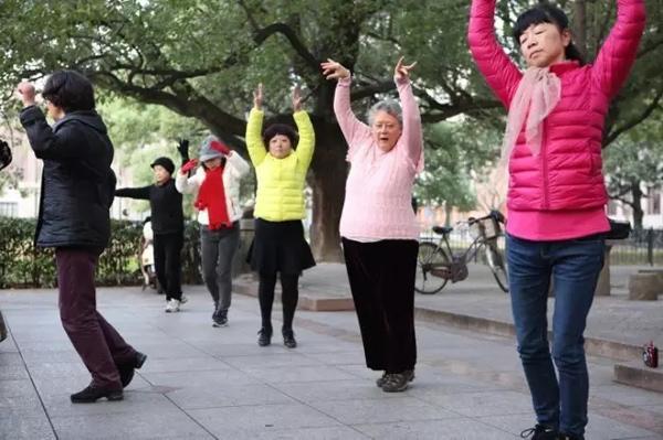 美国大妈广场舞一跳5年:舞蹈里有真实的中国 - 钟儿丫 - 响铃垭人