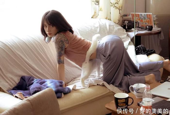 <b>李诞老婆:花臂、鼻环、绿发,终于明白为啥李诞那么粘着她了!</b>