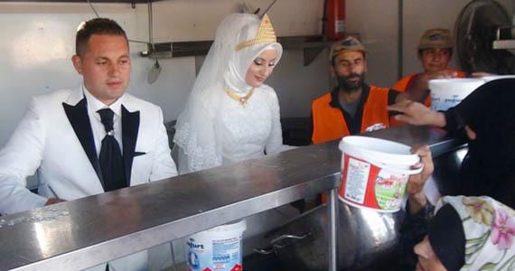 土耳其新人婚礼上救助4000名叙难民