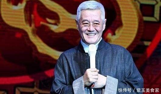 赵本山无修近照曝光,身穿背心接地气,状态饱满不出其已62岁