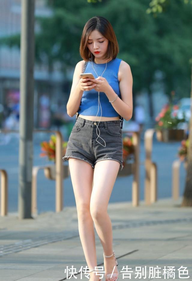 黑白色横条纹衫,搭配高腰牛仔短裤,穿起来富有时尚青春感!