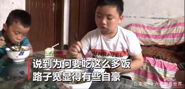 为救父亲狂吃增肥 11岁男孩为救父亲狂吃增肥!