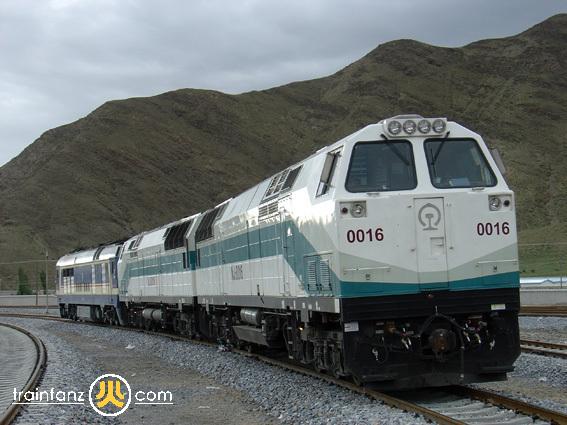 中国铁路车���d_中国铁路nj2型柴油机车
