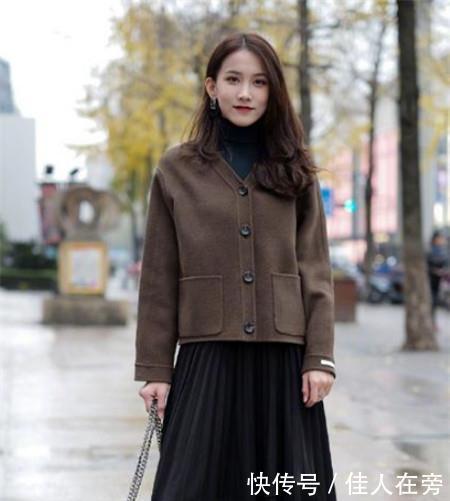 路人街拍,迷人性感的美女,尽显出女性端庄优雅范