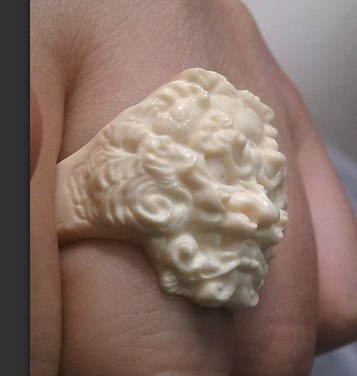 我定做了一个牙雕戒指 请问是真的假的 他说是猛犸象牙的高清图片