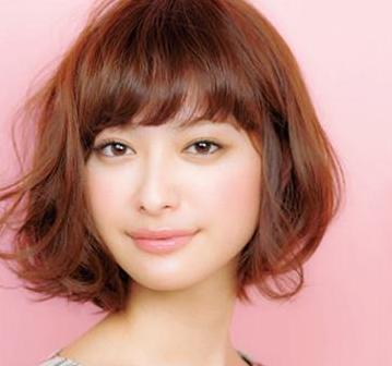 方形脸,皮肤较黑的女生适合烫什么样的发型