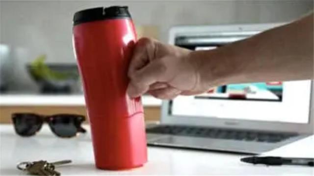 世界上求生欲最强的水杯,黑科技制造,怎样都不会被打翻!