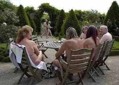 全球最大的裸体小镇 - 枫叶飘飘 - 欢迎诸位朋友珍惜一份美丽的相遇,珍藏