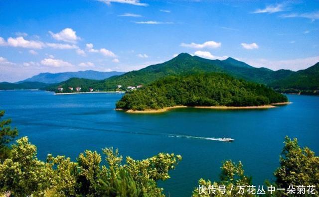 观音湖自然风景区集山,水,自然,人文景观于一体,植物茂密,群山耸翠
