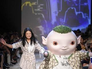 为了拓展时尚业务,天猫、京东找了新合作伙伴:海外时装周