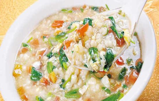 如何在家做美味的西红柿鸡蛋疙瘩汤?