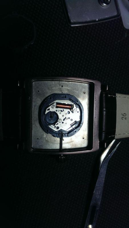 手表调时间的那轴怎么拆下来