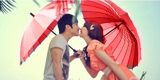 非主流情侣qq头像红色打伞