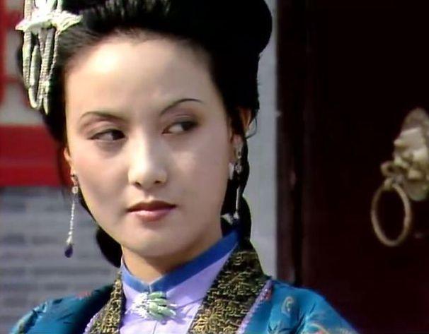 王熙凤被休或死亡后,秋桐和平儿谁更可能被贾琏扶正?