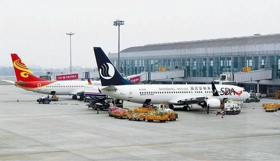 """2005年4月17日,成都双流国际机场正式进入""""全球百忙""""机场行列."""