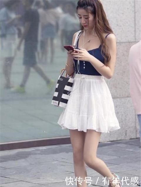 <b>路人街拍:微胖身材的小姐姐,简约而不简单,令人赏心悦目</b>