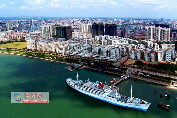 从湛江海滨公园延伸到渔港公园的海滨风情酒吧形成霞山的饮食旅游文化图片