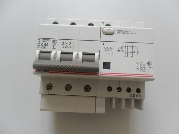 circuit-breaker电路中漏电电流超过预定值时能自动动作的开关.