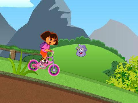朵拉悠闲骑自行车图片