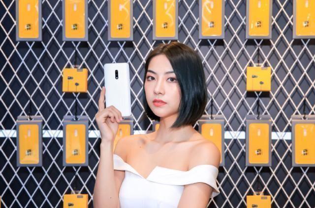 Realme宣布,旗下新机均为四摄镜头智能手机